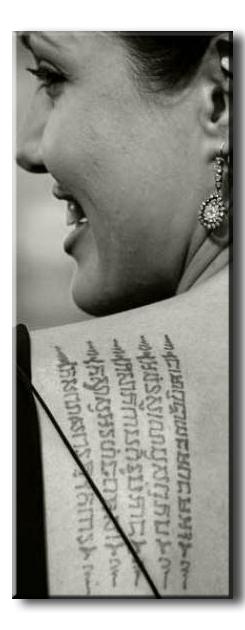 Джоли, Анджелина - татуировка буддистская молитва