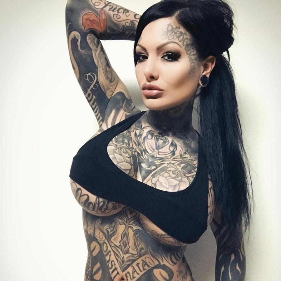 Латиночки с татуировками 3