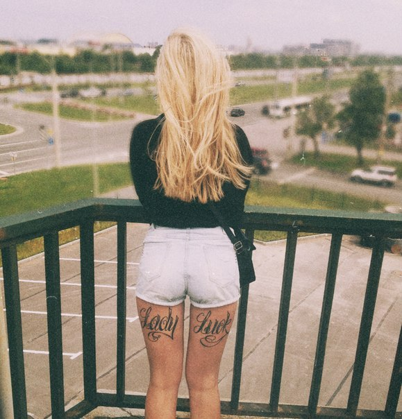 Сделать, картинки девушки с надписями сзади